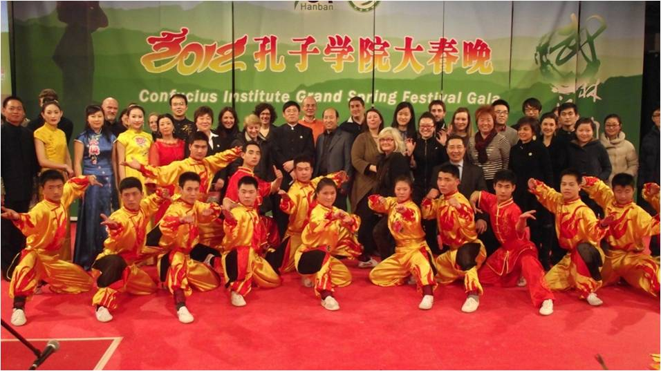 2012年2月7日,三巡演出武林汉韵合影 Three tours performance of Shaolin Martial Arts. Group photo with the artists, athletes and some of the guests